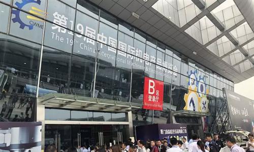 武汉国际机床展隆重开展 炎热天气难挡似火热情